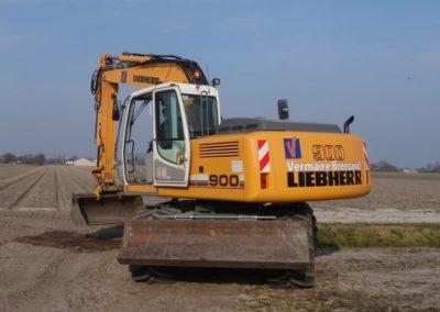Liebherr A900