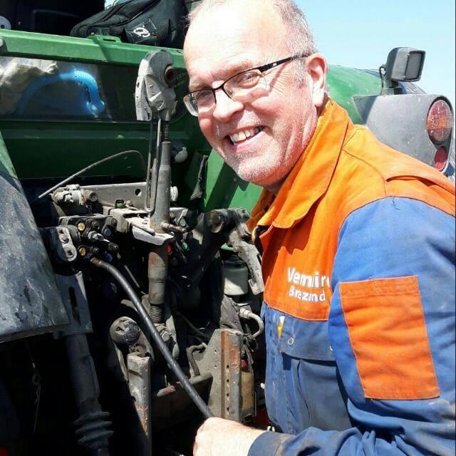Henk van Woesik 25 jaar in dienst.