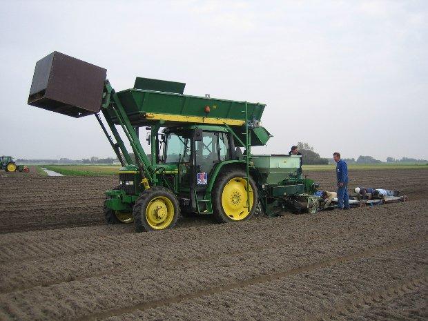 planten JD 6210 + overschieter + lepelaar Rik v Kuyeren Hans de Wit 09-10-07 (2)